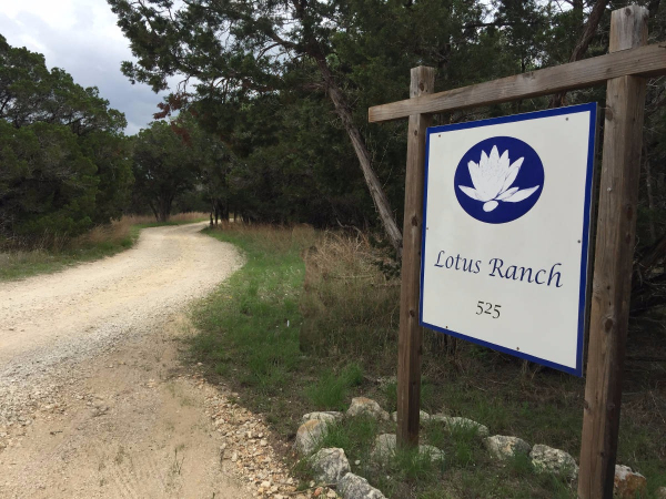 gallery/lotus_ranch_sign_x